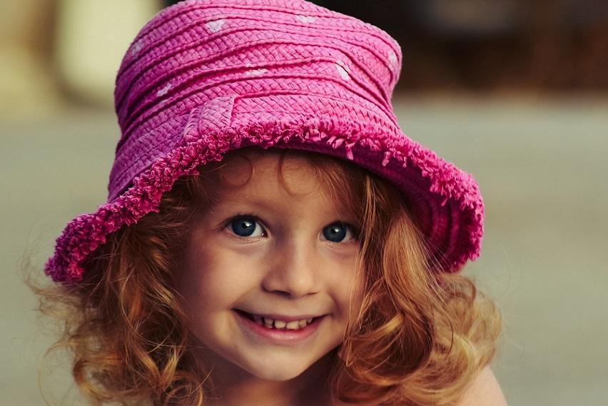 улыбающаяся девочка