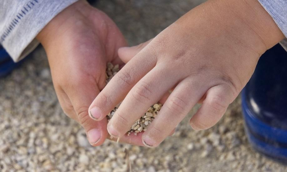 руки с грязными ногтями